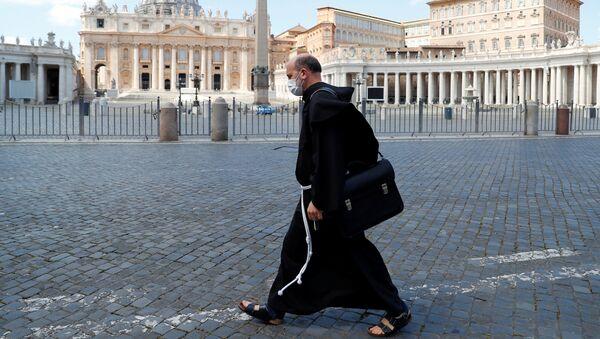 Nella piazza San Pietro deserta in Vaticano - Sputnik Italia