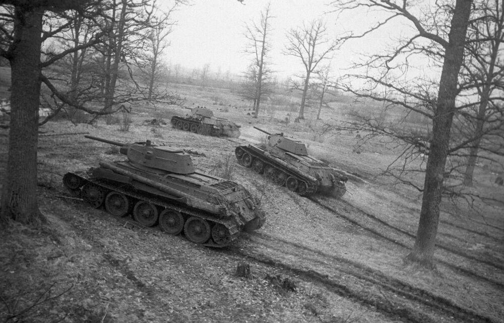 Il T-34 è stato un carro armato medio che rappresentò la spina dorsale delle forze corazzate sovietiche nel corso della seconda guerra mondiale