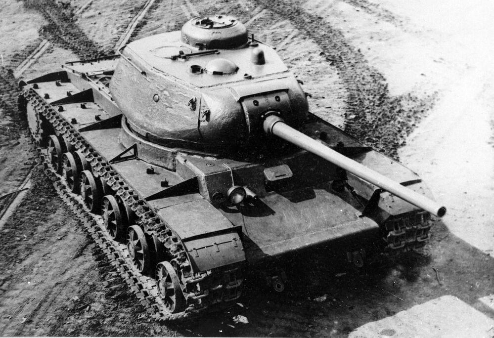 Il carro armato Kliment Voroshilov 85, o anche KV 85, era un carro pesante impiegato dall'Armata Rossa durante la Seconda guerra mondiale