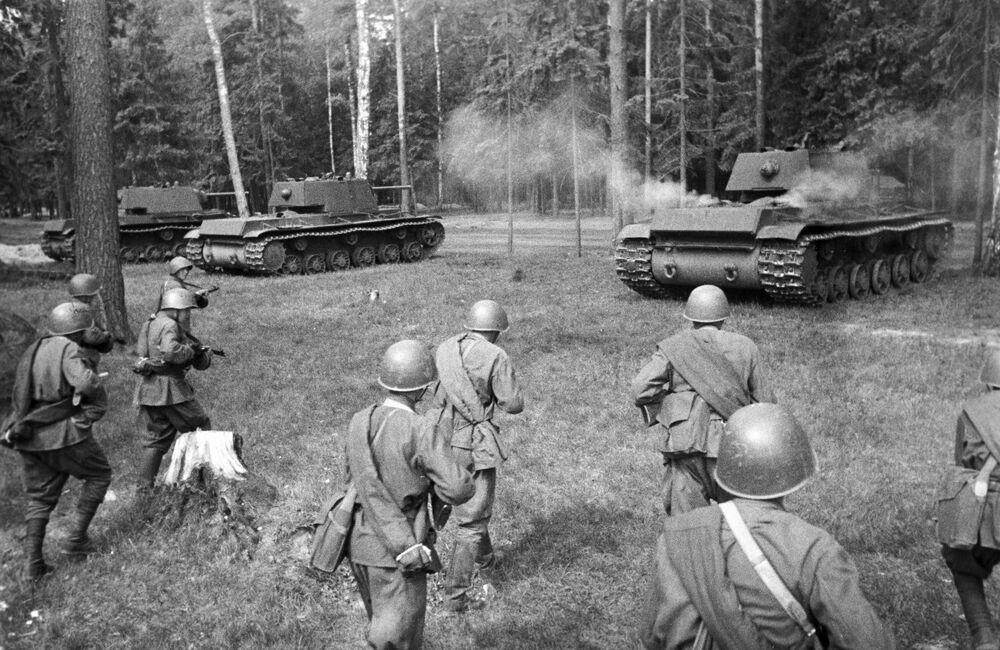 I carri armati KV 1 pesanti impiegati dall'Armata Rossa durante la Seconda guerra mondiale