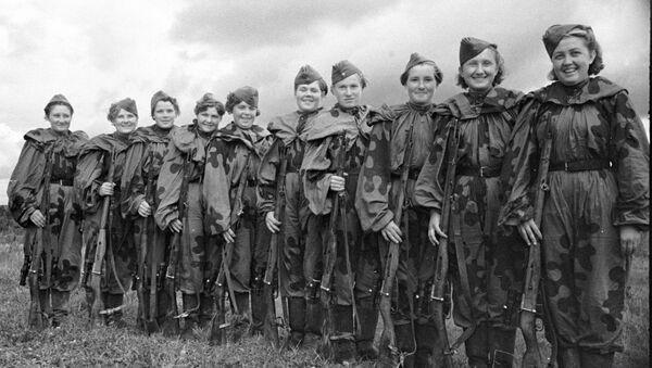 Группа девушек-снайперов, добровольцев Красной Армии - Sputnik Italia