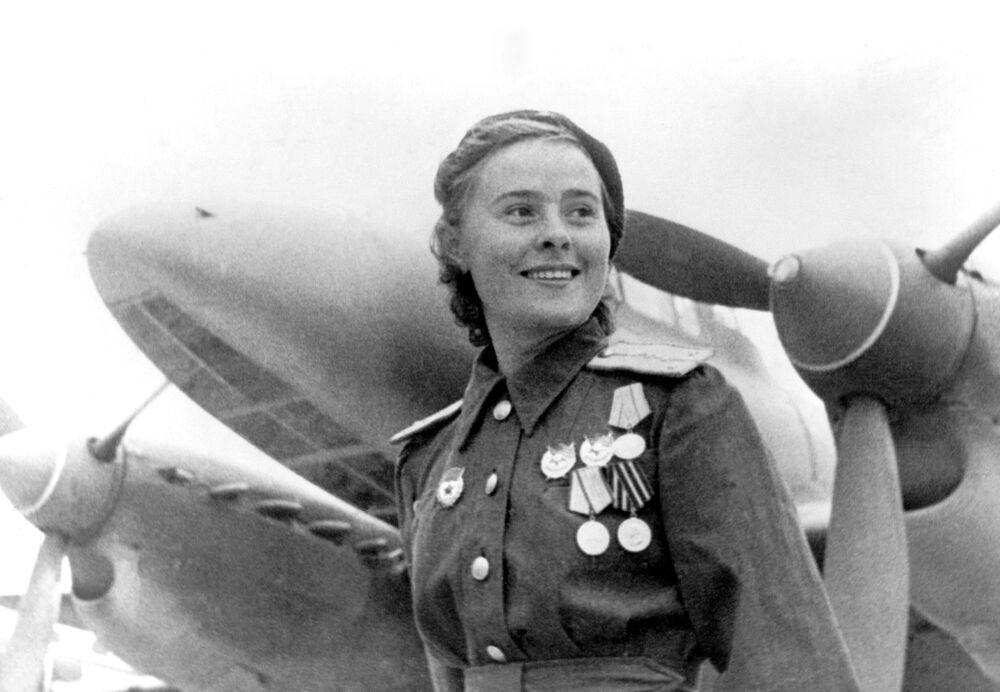 L'Eroe dell'Unione Sovietica, la vice comandante della squadriglia del 125esimo reggimento femminile di aviazione, Maria Dolina.