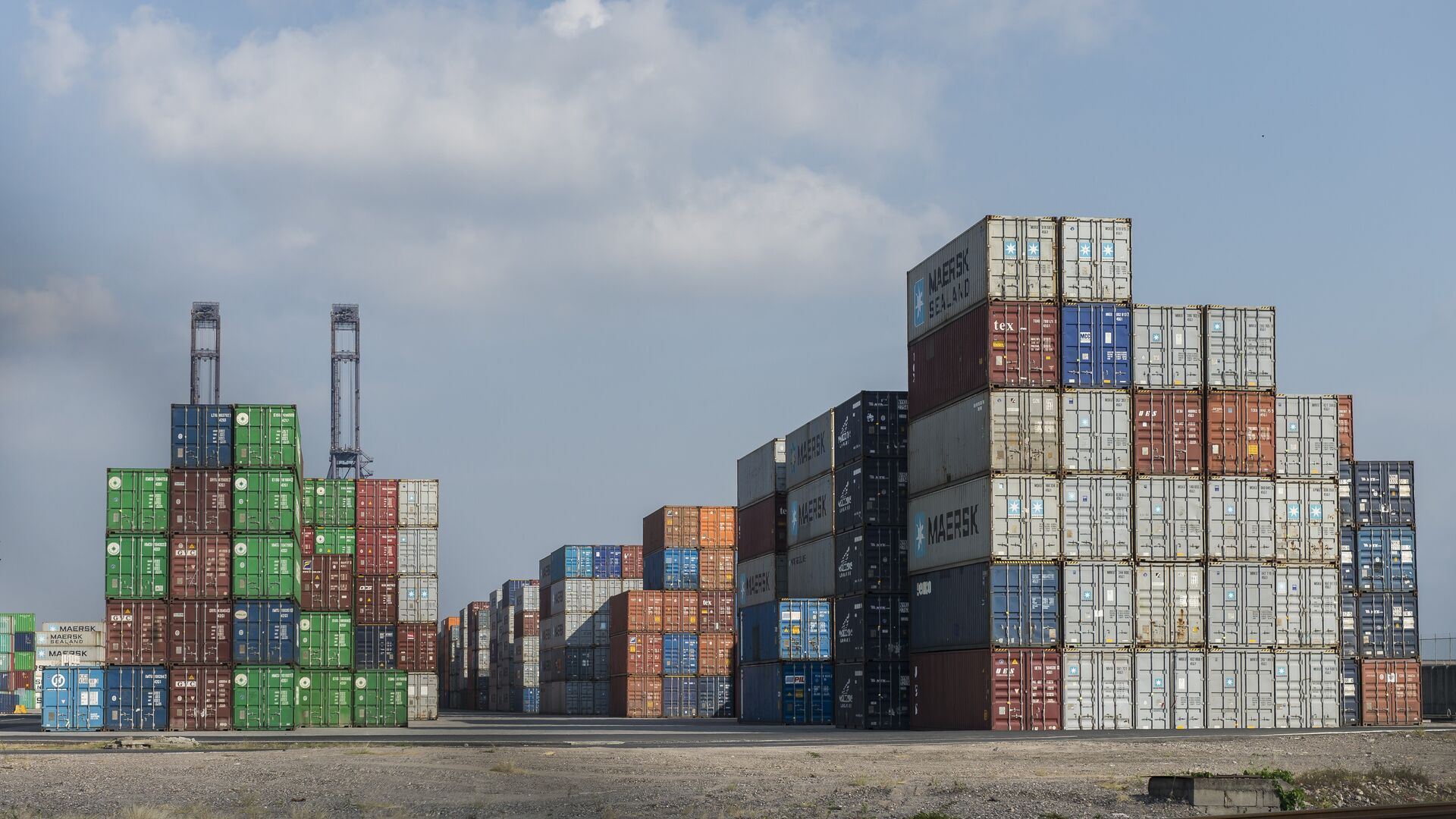 Container in un porto - Sputnik Italia, 1920, 06.07.2021
