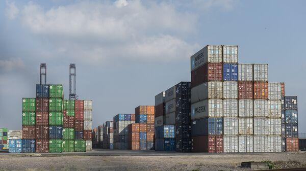 Containers cargo - Sputnik Italia