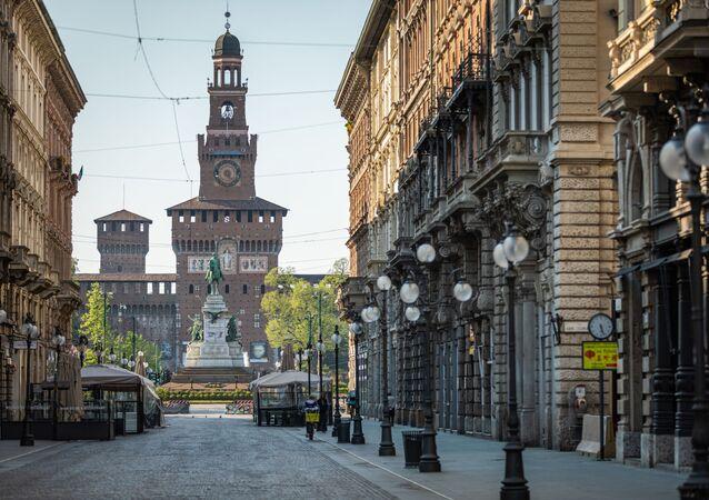 Milano, via Dante nei giorni del Coronavirus