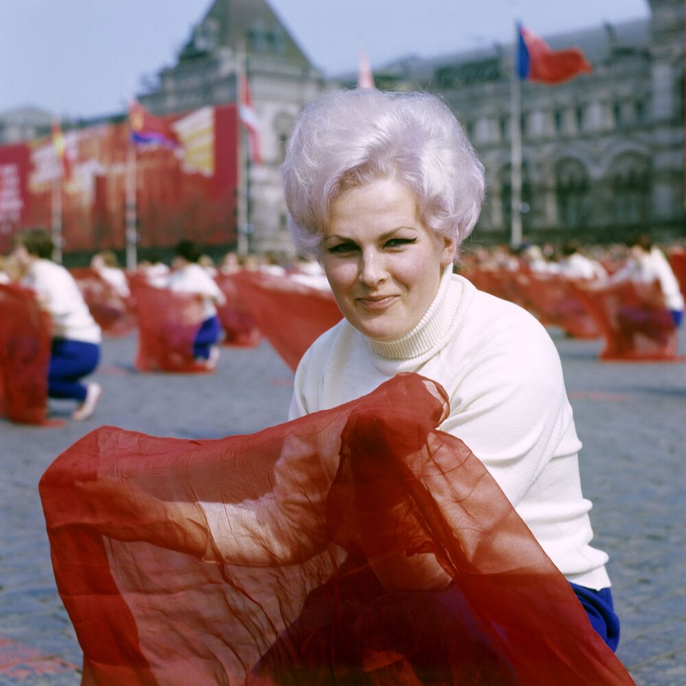La parata degli addetti all'educazione fisica sulla piazza Rossa a Mosca, il 1° maggio 1969.