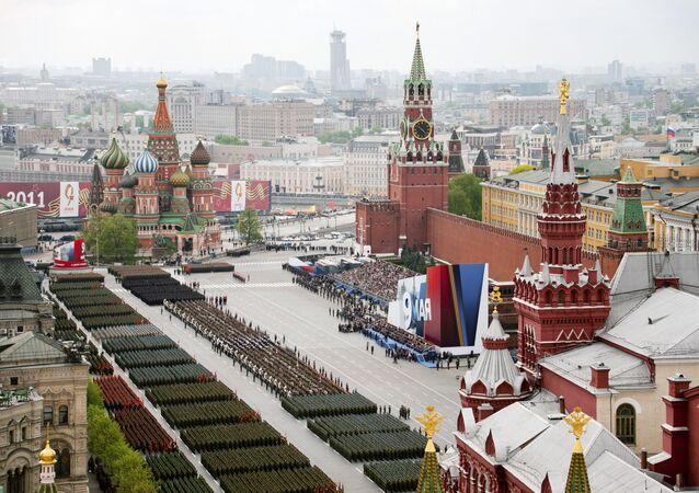 La parata militare per il 66° anniversario della Vittoria sulla Piazza Rossa a Mosca.