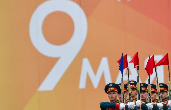 I militari della guardia d'onore alla parata militare sulla Piazza Rossa a Mosca. - Sputnik Italia