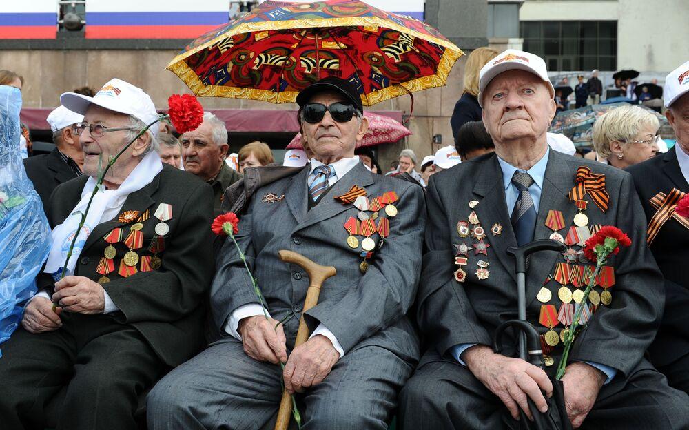 La parata militare per il 71esimo anniversario della Vittoria nella Seconda Guerra Mondiale.