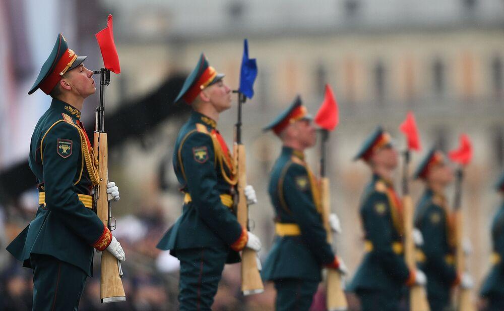 I militari del reggimento presidenziale alla parata militare sulla Piazza Rossa a Mosca, per il 72esimo anniversario della Vittoria.
