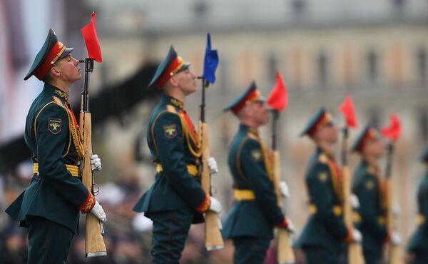 I militari del reggimento presidenziale alla parata militare sulla Piazza Rossa a Mosca, per il 72esimo anniversario della Vittoria. - Sputnik Italia
