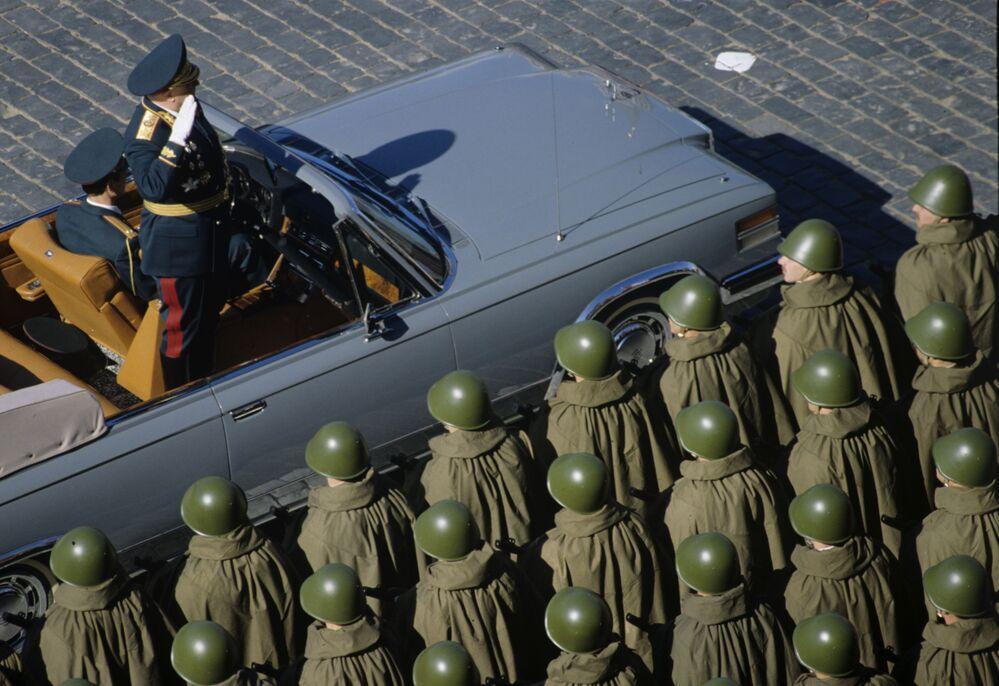 Alla parata militare sulla Piazza Rossa dedicata al 45esimo anniversario della Vittoria dell'Unione Sovietica nella Seconda Guerra Mondiale.