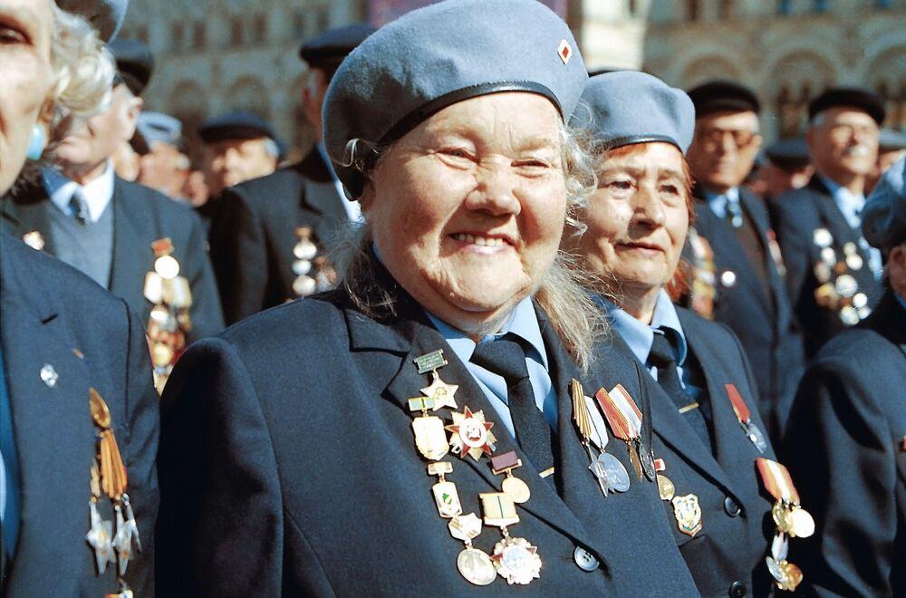 Veterani della Seconda Guerra Mondiale durante la parata sulla Piazza Rossa a Mosca, il 9 maggio 2000.
