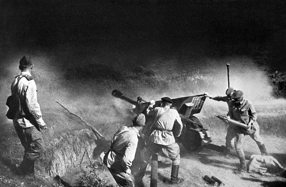Degli artiglieri visti durante un combattimento, Caucaso del Nord.