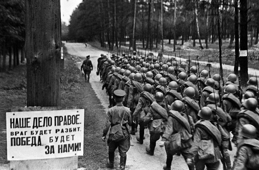 La mobilizzazione durante la Seconda Guerra Mondiale a Mosca, il 23 giugno 1941.