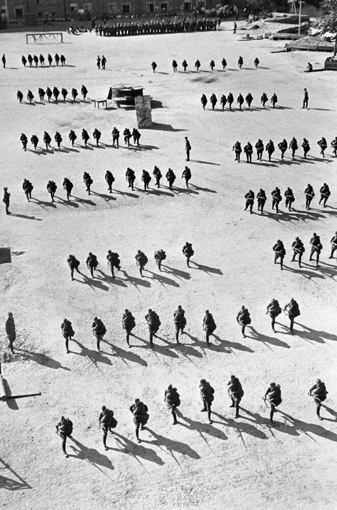 Esercitazione della fanteria a Mosca, agosto 1941.