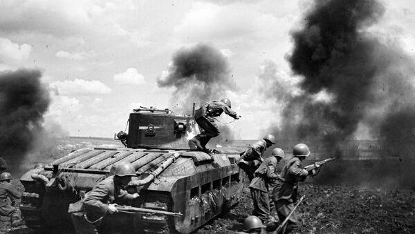 La divisione corazzata del maggiore Mozgov durante i combattimenti a Zmiev, sul fronte Sud-occidentale.  - Sputnik Italia