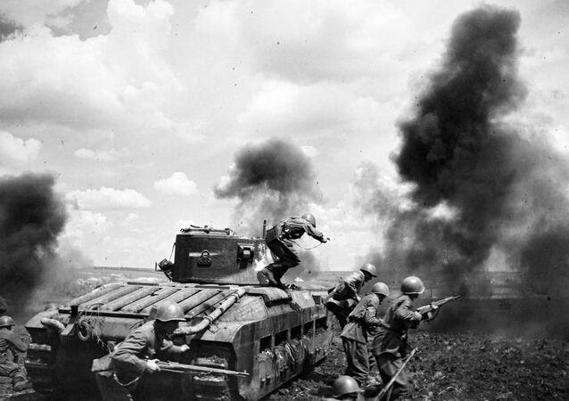La divisione corazzata del maggiore Mozgov durante i combattimenti a Zmiev, sul fronte Sud-occidentale.