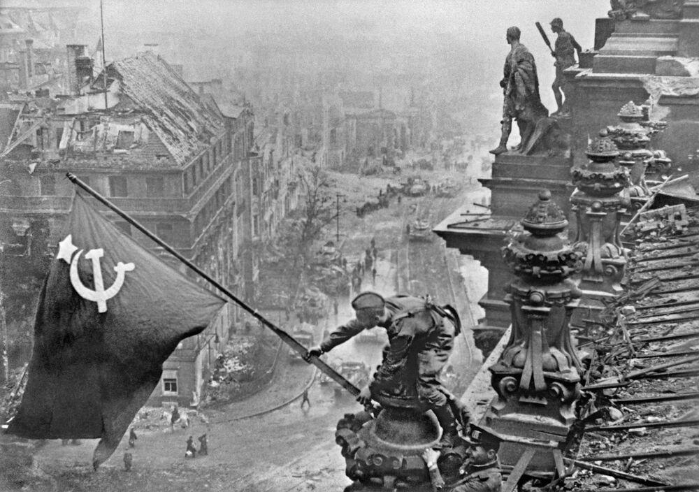 La bandiera della Vittoria vista sopra Berlino.
