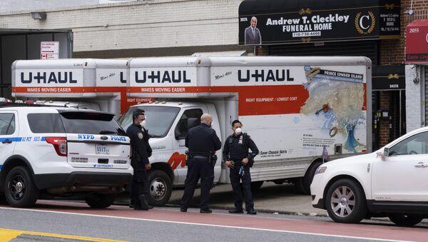 Agenzia funebre a New York dove sono stati trovati cadaveri nei camion - Sputnik Italia
