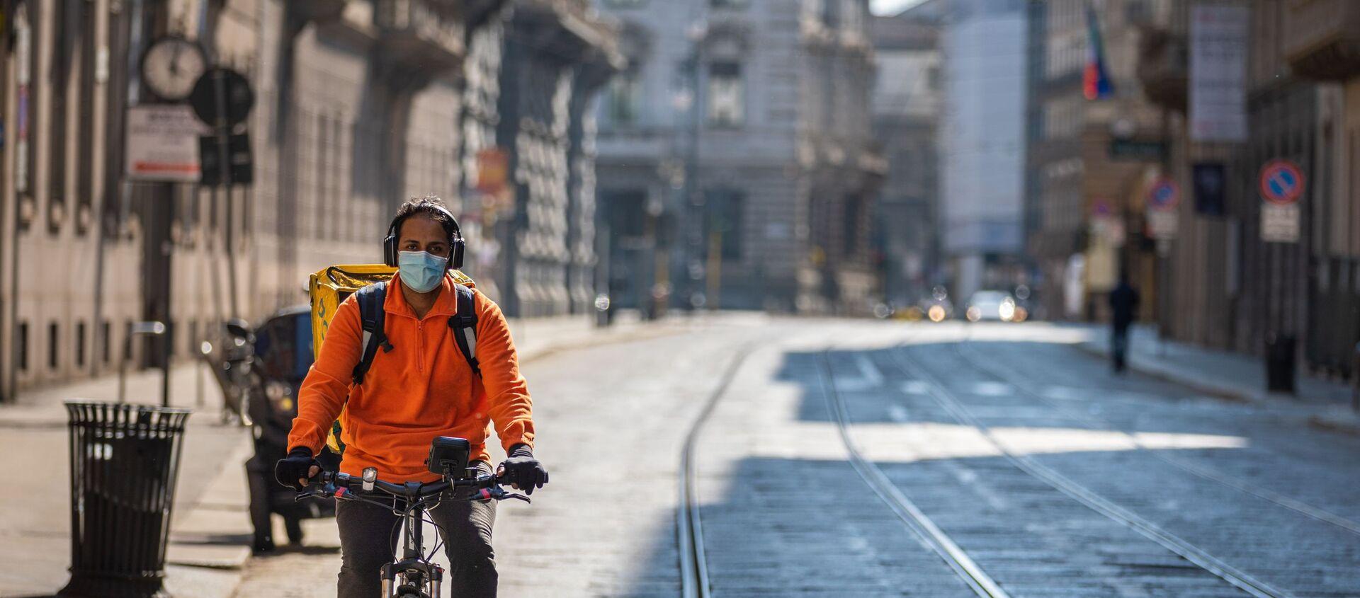 Coronavirus, rider a Milano - Sputnik Italia, 1920, 02.01.2021