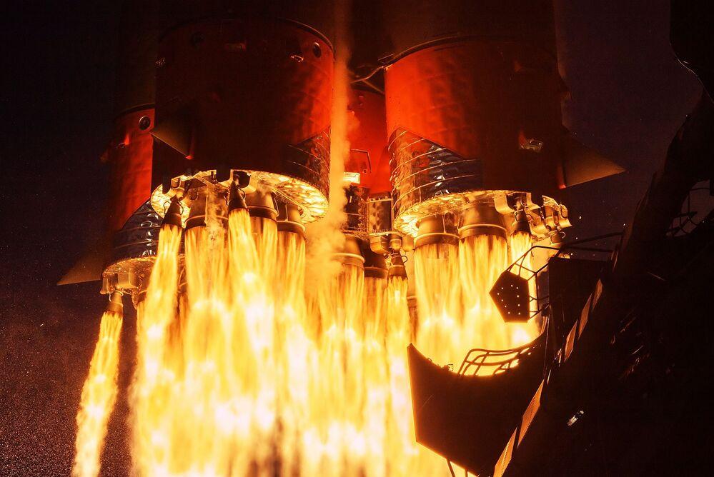 Lancio del Victory Rocket (veicolo di lancio Soyuz-2.1a con la nave Soyuz MS-14) dalla piattaforma di lancio del cosmodromo di Baikonur