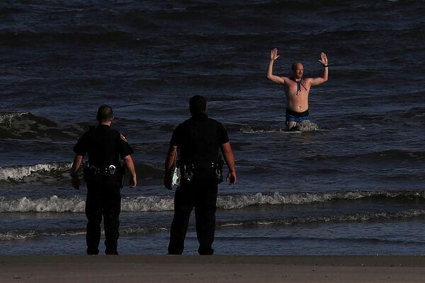 Un uomo arrestato dalla polizia in Texas, USA - Sputnik Italia