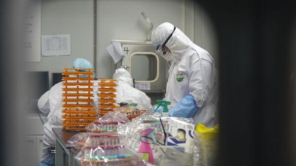 Febbraio 22, 2020: gli operatori sanitari nel laboratorio di Wuhan - Sputnik Italia