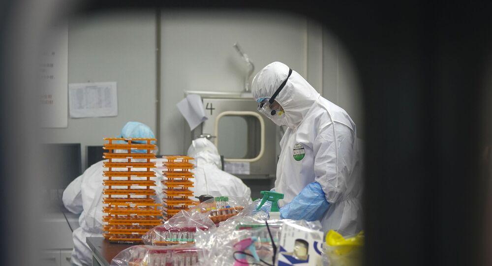 Febbraio 22, 2020: gli operatori sanitari nel laboratorio di Wuhan