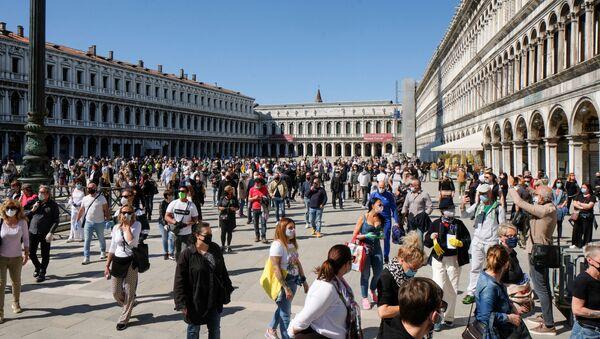 Mercanti in Piazza San Marco a Venezia dopo l'inizio della Fase 2, Italia, il 4 maggio 2020 - Sputnik Italia