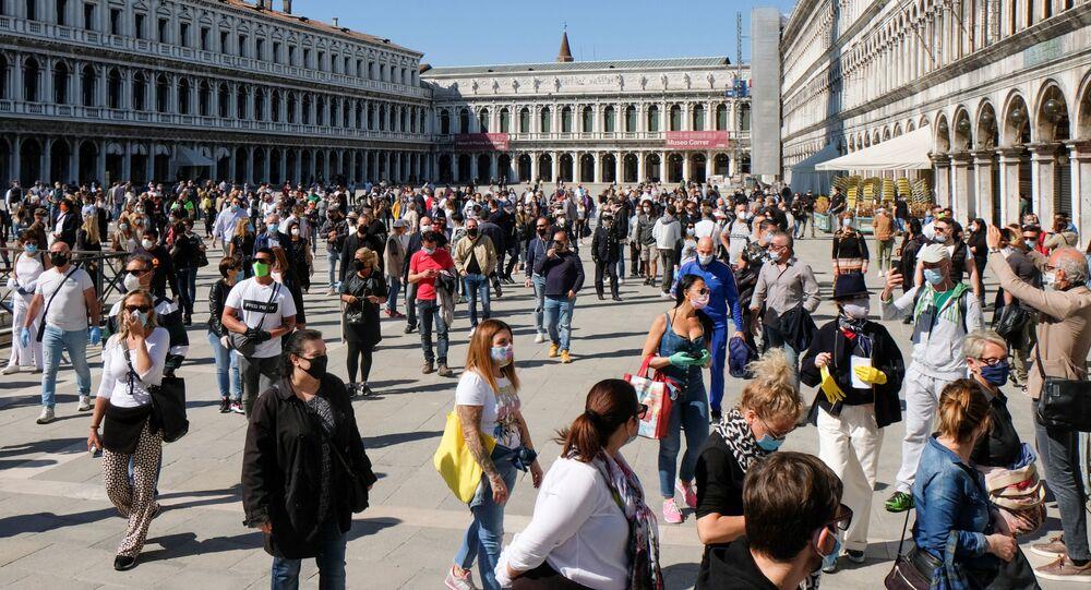 Mercanti in Piazza San Marco a Venezia dopo l'inizio della Fase 2, Italia, il 4 maggio 2020