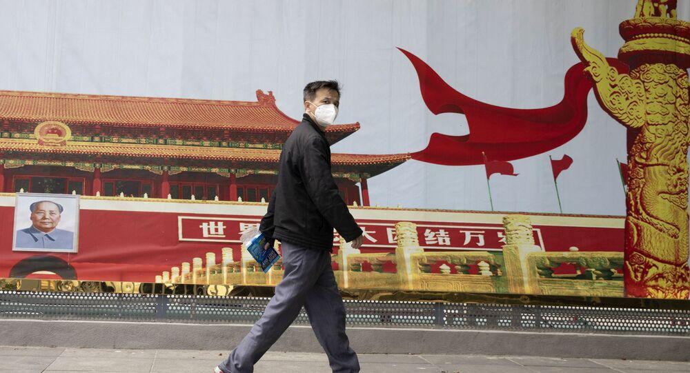 Cittadino cinese con la mascherina