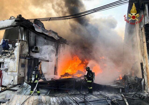 Esplosione in un'azienda di componenti plastici a Ottaviano