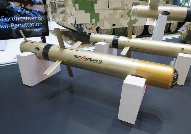 Il sistema missilistico anticarro cinese di terza generazione HJ-12.