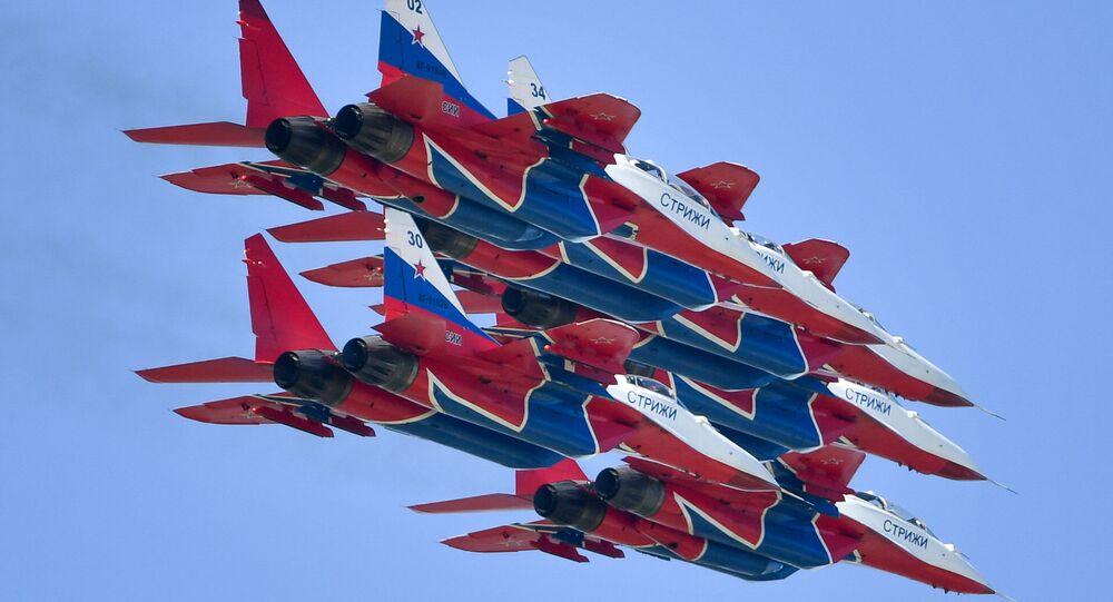 La pattuglia acrobatica russa Strizhi