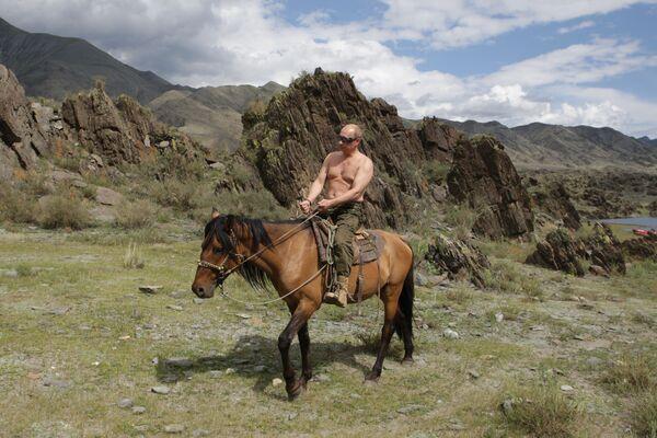 Il premier russo Vladimir Putin è in vacanza nella repubblica di Tyva, il 3 agosto 2009.  - Sputnik Italia
