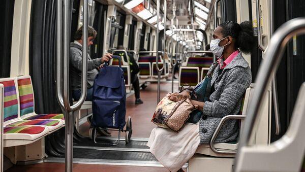 Metropolitana a Parigi durante la pandemia - Sputnik Italia