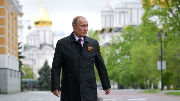 Il presidente russo Putin prima della parte aerea della parata militare per il 75esimo anniversario della Vittoria della Grande guerra patriottica  - Sputnik Italia