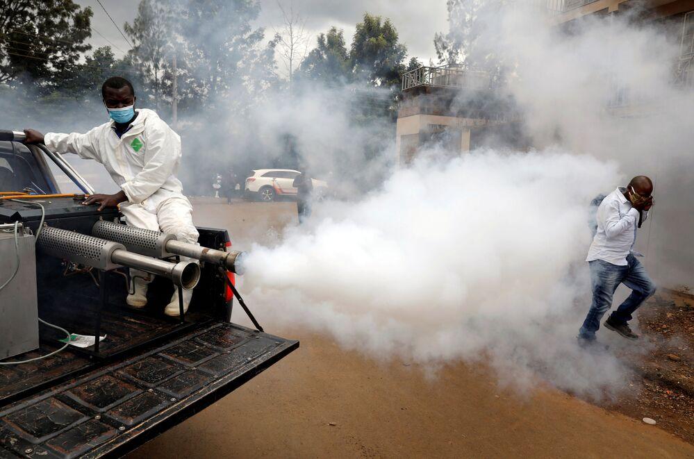 Disinfezione stradale a Nairobi in Kenya