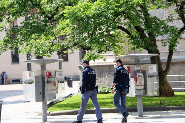 Fase 2, la polizia a Milano - Sputnik Italia