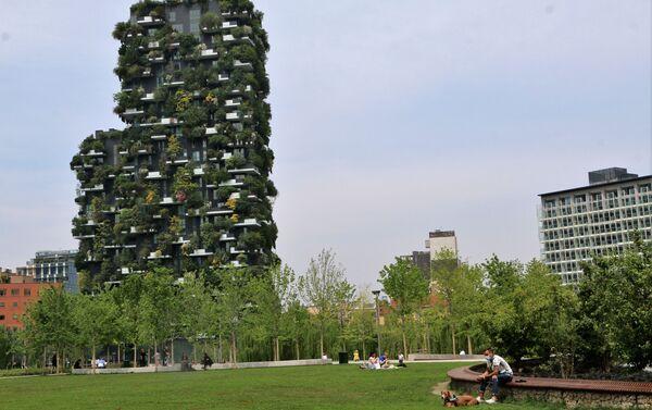 Un parco di Milano dopo l'inizio della Fase 2 - Sputnik Italia
