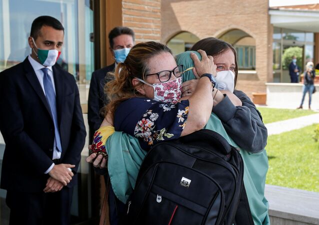 Silvia Romano, la cooperante rapita in Kenya e ritrovata in Somalia, è arrivata a Roma
