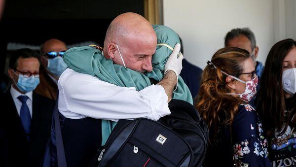 Silvia Romano, la cooperante rapita in Kenya e ritrovata in Somalia, è arrivata a Roma - Sputnik Italia