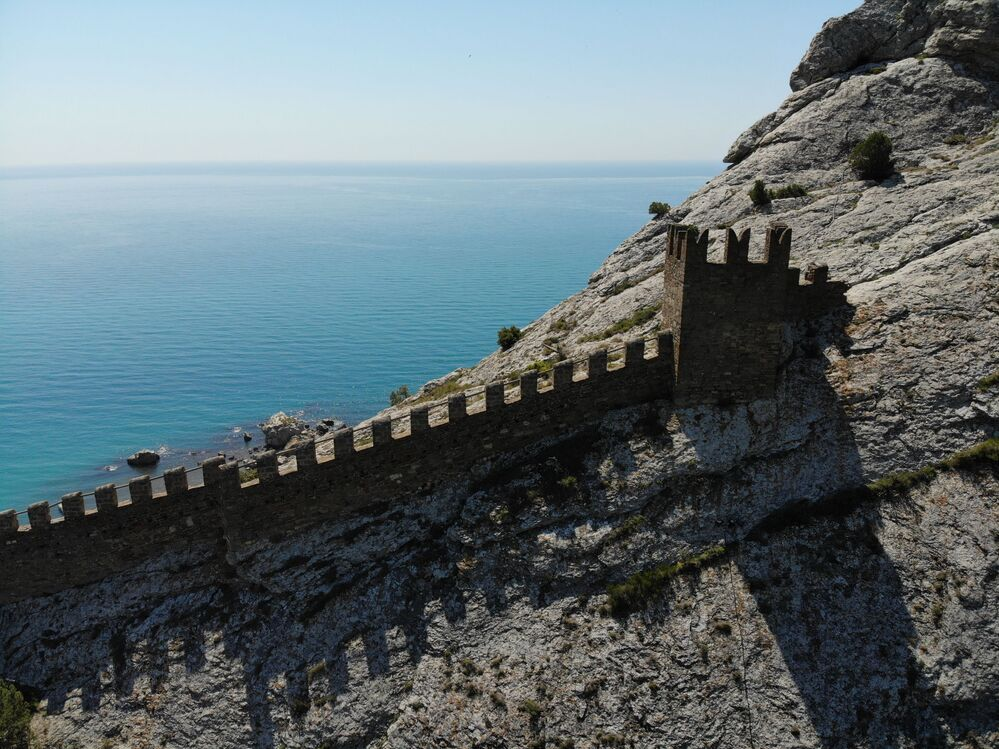 Prima della costruzione della fortezza attualmente esistente, fortificazioni più vecchie del VI secolo si trovavano al suo posto