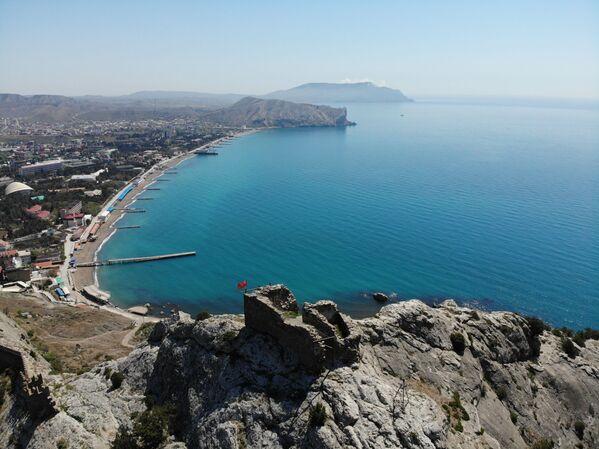 Le fortificazioni del livello inferiore è composto da mura di 6-8 metri di altezza, con una larghezza 1,5-2 m - Sputnik Italia