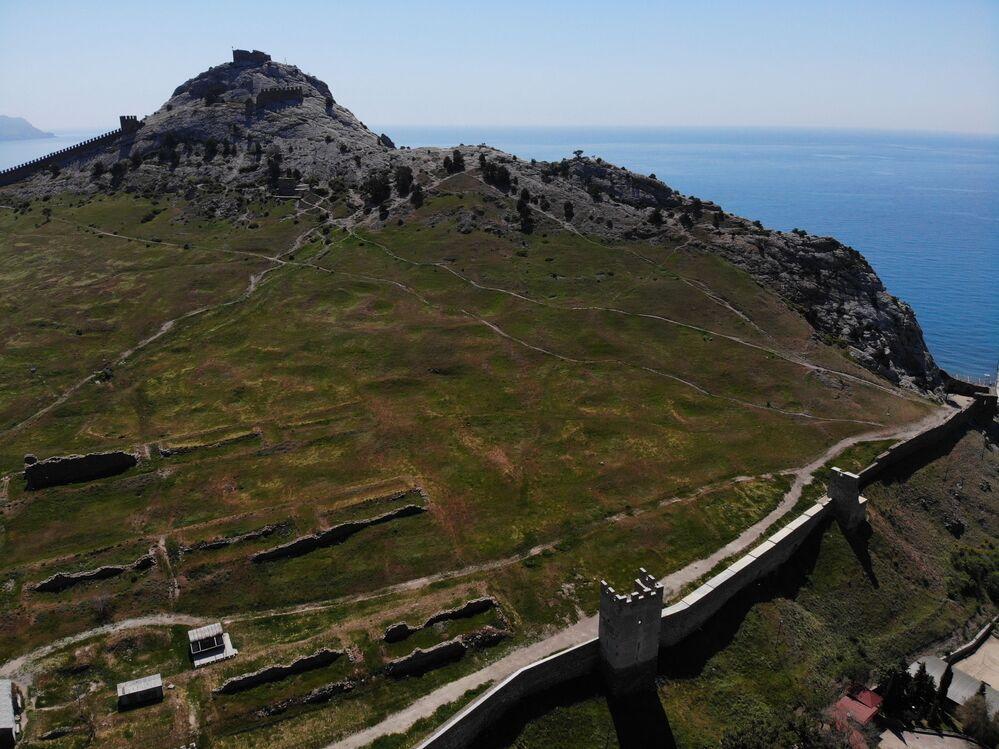 Allo stato attuale, gli edifici architettonici della Fortezza Sudak costituiscono il complesso unico di edifici di fortificazione dei tempi della colonizzazione italiana della regione Nord del Mar Nero