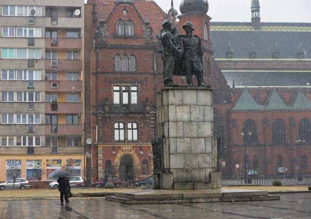Monumento all'amicizia polacco-sovietica a Legnica (foto d'archivio)