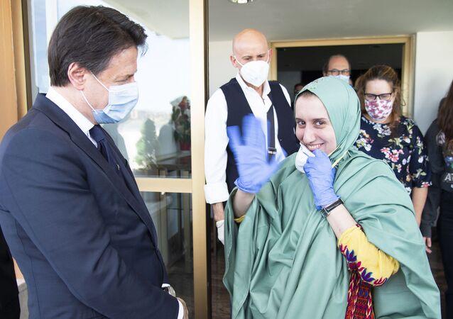Il Presidente del Consiglio, Giuseppe Conte, ha accolto all'aeroporto militare di Ciampino Silvia Romano.