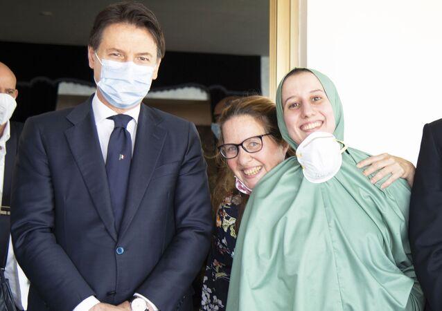 Il Presidente del Consiglio, Giuseppe Conte, ha accolto all'aeroporto militare di Ciampino Silvia Romano
