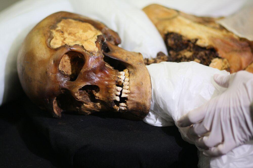 La mummia della Principessa Ukok. Quasi 30 anni fa sull'altopiano di Ukok gli archeologi scoprirono una mummia di una fanciulla, presubilmente di 25 anni. La chiamarono la principessa di Altai o la principessa Ukok. Ha oltre 2500 anni.